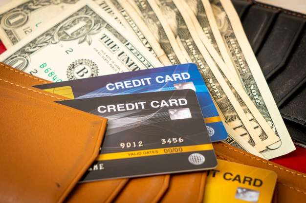 wallet-with-money-credit-card_1339-126040